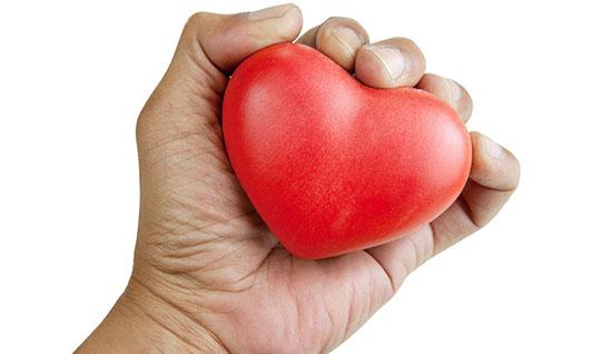۷ راه برای کسانی که دستهایشان لرزش دارد