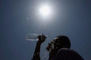 چرا هرچقدر آب میخورید باز هم تشنه اید؟