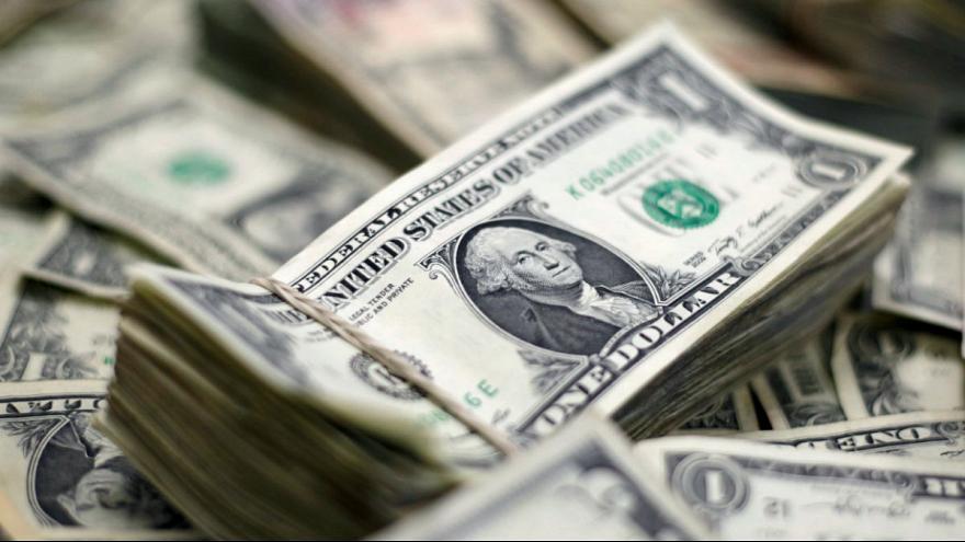 دلار در آستانه ورود به کانال ۲۰هزار تومان