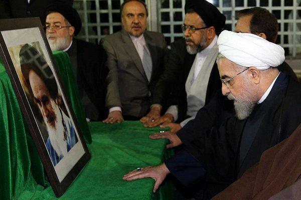 تجدید میثاق رئیس جمهور و اعضای هیأت دولت با امام خمینی (ره)