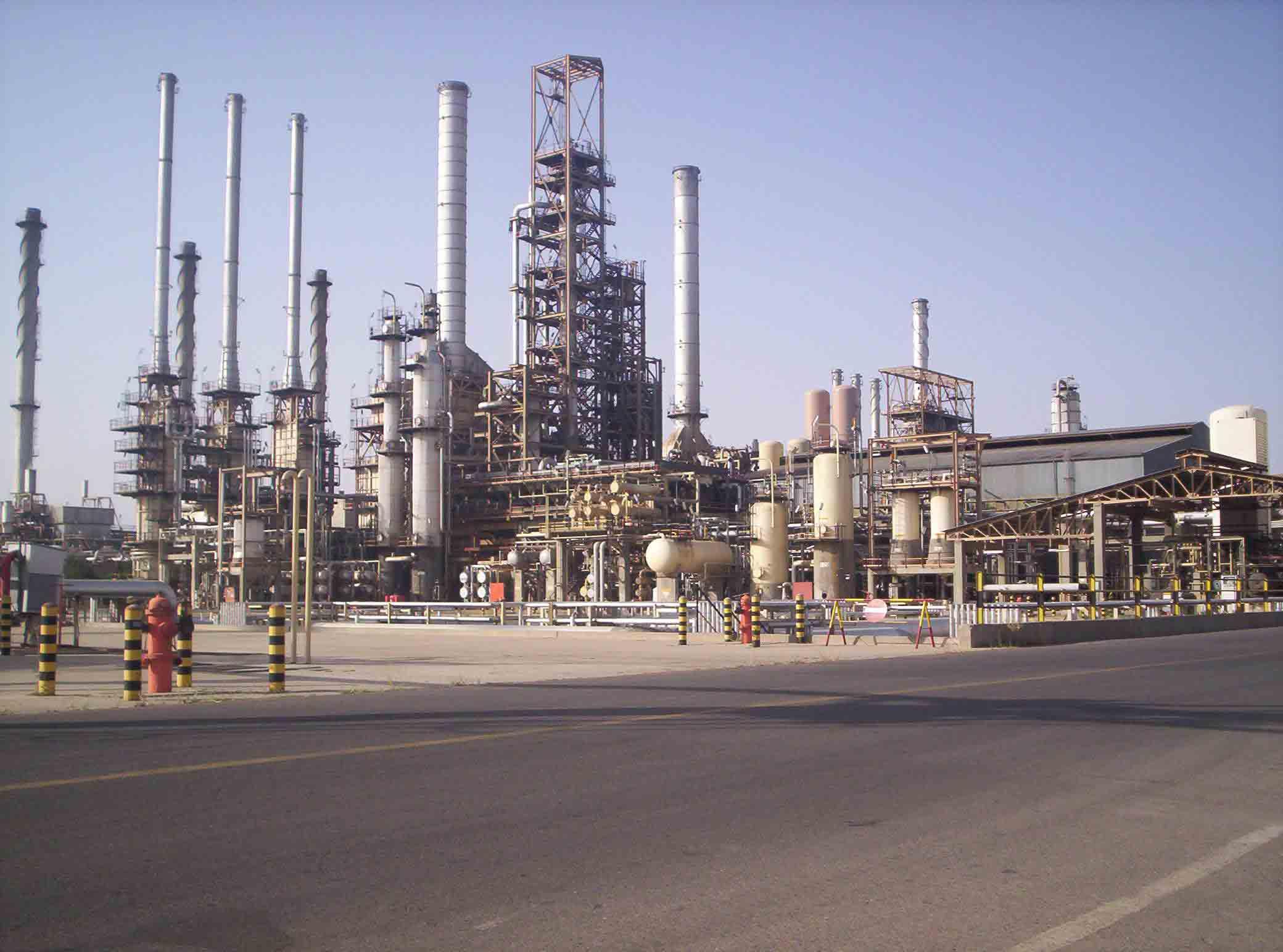سیاستهای نفتی به سمت پالایشگاهسازی سوق داده شوند