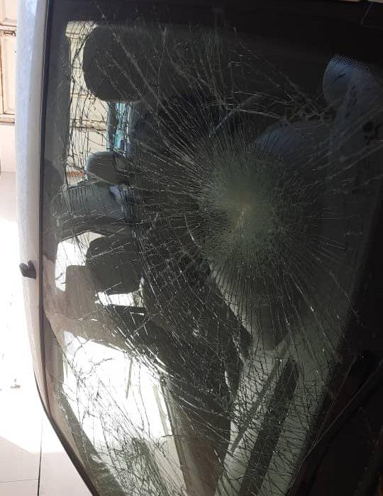 خودرو کادر درمان توسط همراهان مصدوم خسارت دید