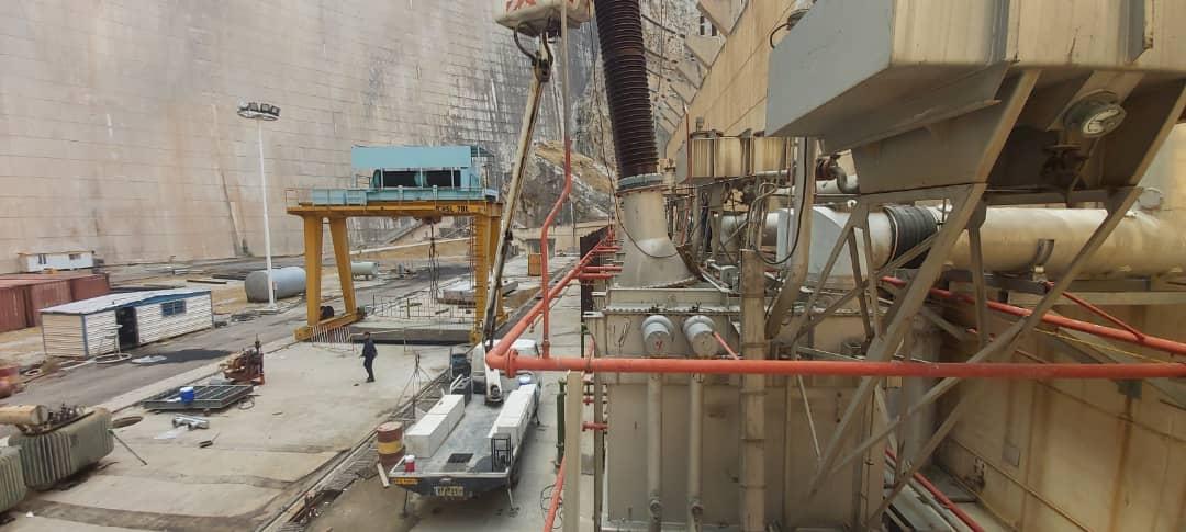 برخورد صاعقه با برقگیر واحد یک نیروگاه اول سد شهید عباسپور