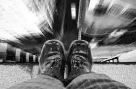 خودکشی یک دختر در رودخانه کارون